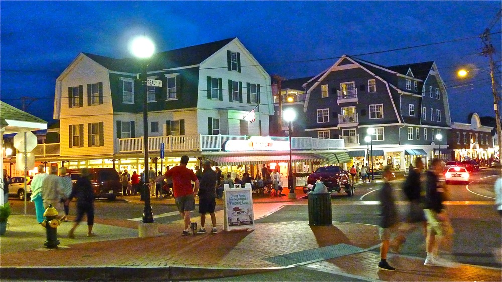 Downtown York Beach, is so much fun during the summer!
