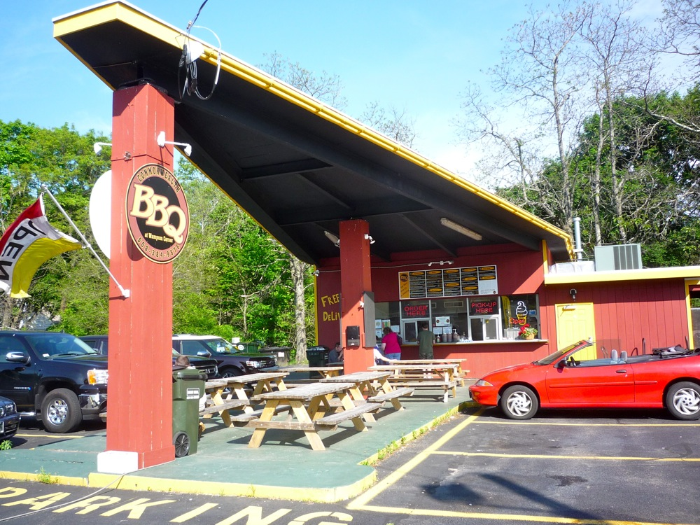 Commonwealth BBQ drive-in restaurant, Wrentham MA
