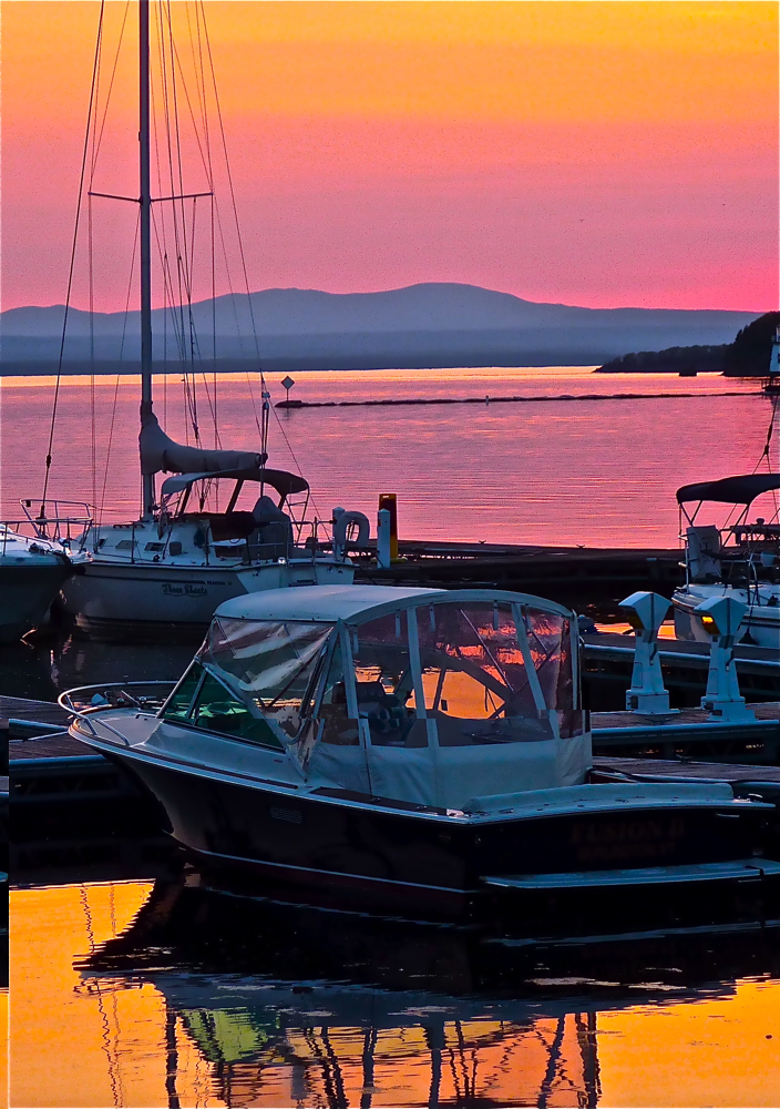 Spectacular sunset at Waterfront Park on the shores of Lake Champlain in Burlington, VT.
