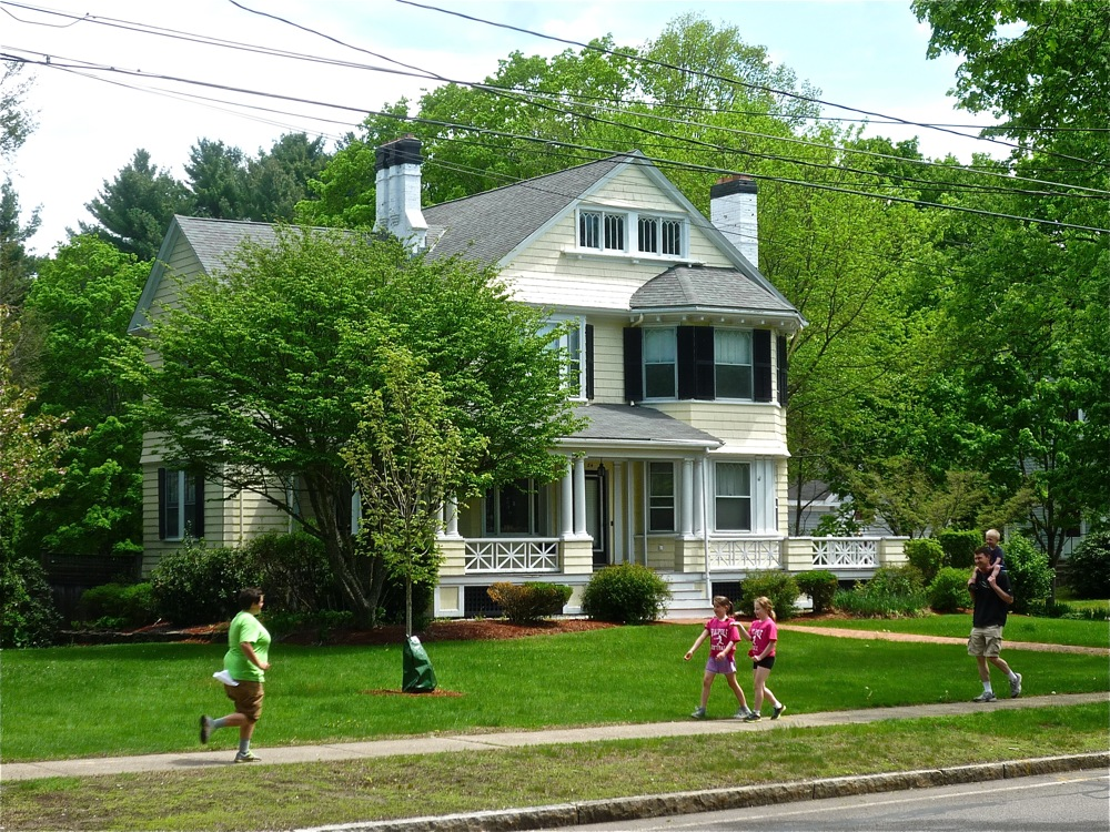 Homes with big front lawn on Common Street in Walpole MA